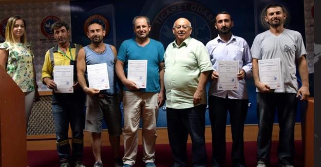 İzmir Aliağa'da ilk mesleki yeterlilik belgesini inşaatçılar aldı!