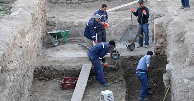 İzmir'de tarihi yapıların restorasyonu için 55 milyon lira harcandı!