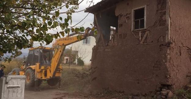Gemlik Kumsaz'da kaçak yapı yıkımları tamamlandı!