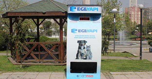 Ege Yapı'dan sokak hayvanları için mama otomatları!