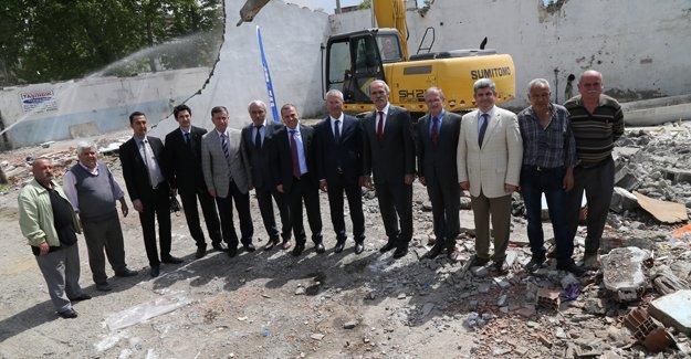 İstanbul Caddesi'nde dönüşüm için yıkımlar başladı!