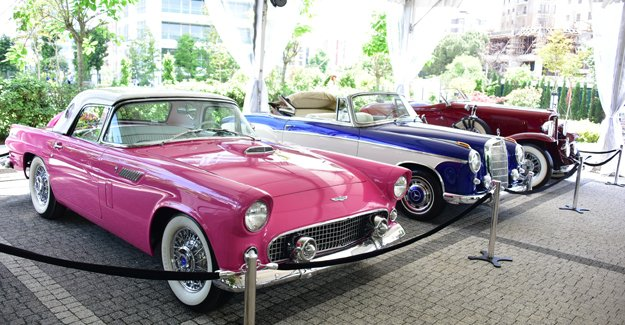 Klasik otomobillerin İstanbul ziyareti Park Residences Cadde'de gerçekleşti!