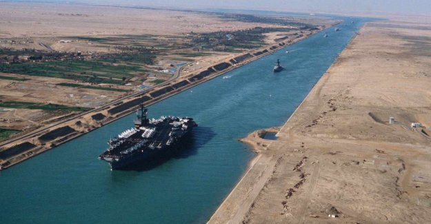 Süveyş Kanalı bugün açılıyor