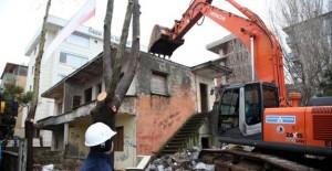Kartal'da metruk bina yıkımları devam ediyor!