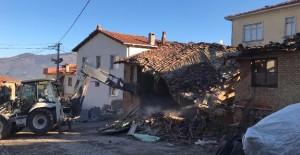 Gemlik'te metruk binaların yıkımı devam ediyor!