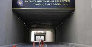 Antalya Tonguç Caddesi'nde hemzemin geçiş ve kavşak çalışmaları tamamladı!