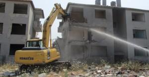 Gölcük Denizevler'de dönüşüm için yıkımlar devam ediyor!