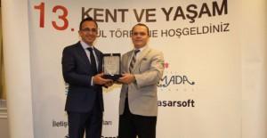 Başkan Tabakoğlu 'Yeni Kent Modeli Ödülünü' aldı!