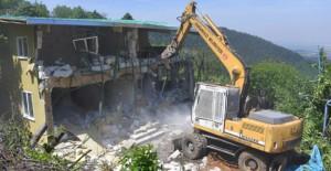 Osmangazi Belediyesi Uludağ'da metruk binaları yıkıyor!
