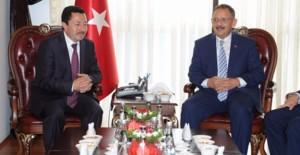 """Başkan Özhaseki; """"Alan bazlı dönüşüm yapan belediyelere sıfır faizli kredi vereceğiz""""!"""