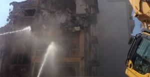 İzmit Belediyesi Karabaş Mahallesi'nde riskli yapıları yıkıyor!