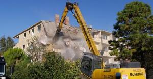 İstanbul Büyükçekmece'de riskli 56 dairenin yıkımına başlandı!
