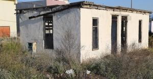 Antalya'da Aksu Belediyesi metruk binaları yıkıyor!