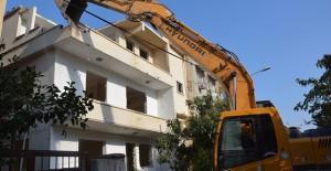Hatay Emek ve Aksaray dönüşüm projesi kapsamında riskli binalar yıkılıyor!
