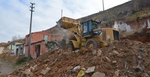 Afyon Dinar'da kentsel dönüşüm kapsamında yıkım çalışmaları başladı!