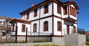 Ankara parklarına tarihi Ankara evleri yapılıyor!