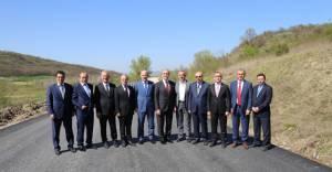 Büyükşehir İnegöl'de köy yollarını asfaltlıyor!