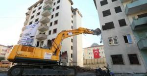 Bağcılar kentsel dönüşümde 5 blok daha yıkıldı!