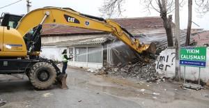 Bursa Demiryolu altı bölgesinde 8 bina kamulaştırılarak yıkıldı!