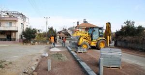 Antalya Döşemealtı Belediyesi yol çalışmalarını aralıksız sürdürüyor!