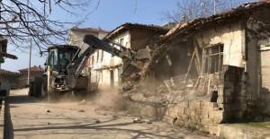 Gemlik Cihatlı Mahallesi'nde 4 metruk bina daha yıkıldı!