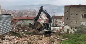 Gemlik Orhaniye Mahallesi'nde 4 metruk bina daha yıkıldı!