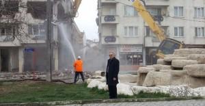 Gemlik'te 2 metruk bina daha yıkıldı!