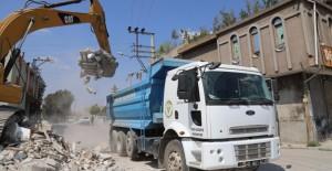 Adana Yüreğir Sinanpaşa Mahallesi'nde metruk binalar yıkılıyor!