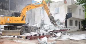 Yıldırım Belediyesi kaçak yapıları yıkıyor!