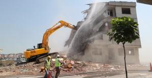 Gaziosmanpaşa'da depreme dayanıksız binalar yıkılıyor!