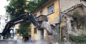 Gemlik Belediyesi metruk binaları yıkmaya devam ediyor!
