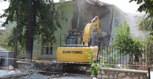 İnegöl'de eski huzurevi binası yıkıldı!