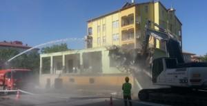 Aksaray Belediyesi Acem Bulvarı üzerindeki evleri yıkıyor!