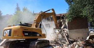Çankaya kentsel dönüşüm projesi kapsamında eski binalar yıkılıyor!