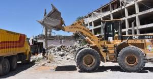 Yeni Kocasinan'da metruk binalar yıkılıyor!