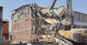 Arnavutköy Belediyesi Fatih'de tehlikeli binaları yıkıyor!
