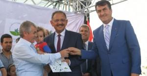 Osmangazi Soğanlı'da ilk anahtar teslimleri Bakan Özhaseki tarafından yapıldı!