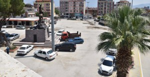 Yunusemre Belediyesi Muradiye Meydanı'nda düzenleme çalışmalarına başladı!