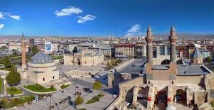 TOKİ Sivas'ta 1000 konuttan 240'nın inşasına başladı!