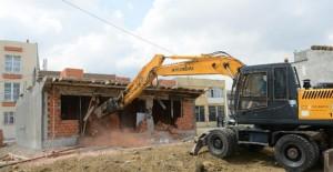Yıldırım Belediyesi kaçak yapıların yıkımına devam ediyor!
