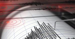Son dakika deprem! Akdeniz'de 3.5 büyüklüğünde deprem! 14 Kasım 2017
