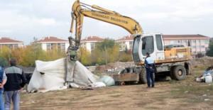 Bursa Osmangazi Belediyesi kaçak çadır ve barakaları yıktı!