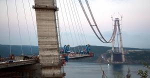 3. Köprüde kullanılan kablolar dünyayı üç kez dolaşacak uzunlukta!