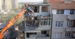 Riskli binayı tahliye etmeyen kat sahipleri ve kiracılar hakkında ne yapılır ?