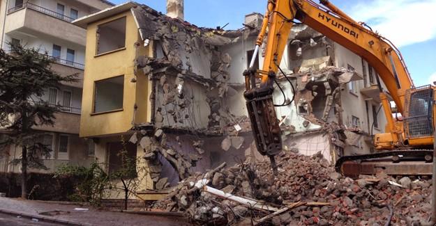 Adapazarı'nda kaçak yapı yıkımları devam ediyor!