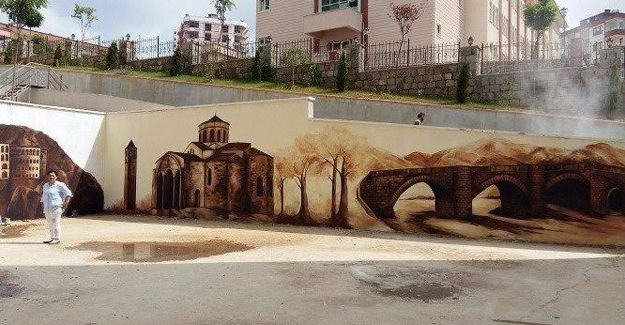 Trabzon Aydınlık Park Sitesi'nde boş kalan duvarlar süslendi!