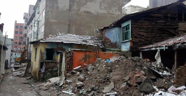 Bursa Osmangazi Demirtaşpaşa'da 4 metruk bina yıkıldı!