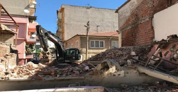 Gemlik'te mekruk binaların yıkımına devam ediliyor!