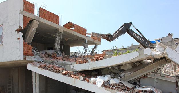 Osmangazi Belediyesi kaçak olarak inşa edilen 5 binanın yıkımını gerçekleştirdi!