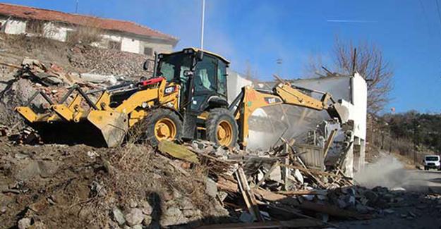 Çankaya Belediyesi kentsel dönüşüm bölgelerinde yıkım çalışmalarını sürdürüyor!